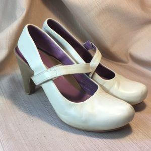 Tsubo leather heels